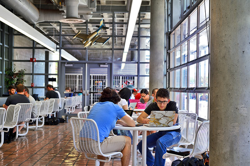 University of Arizona Aerospace and Mechanical Engineering Building dining hall